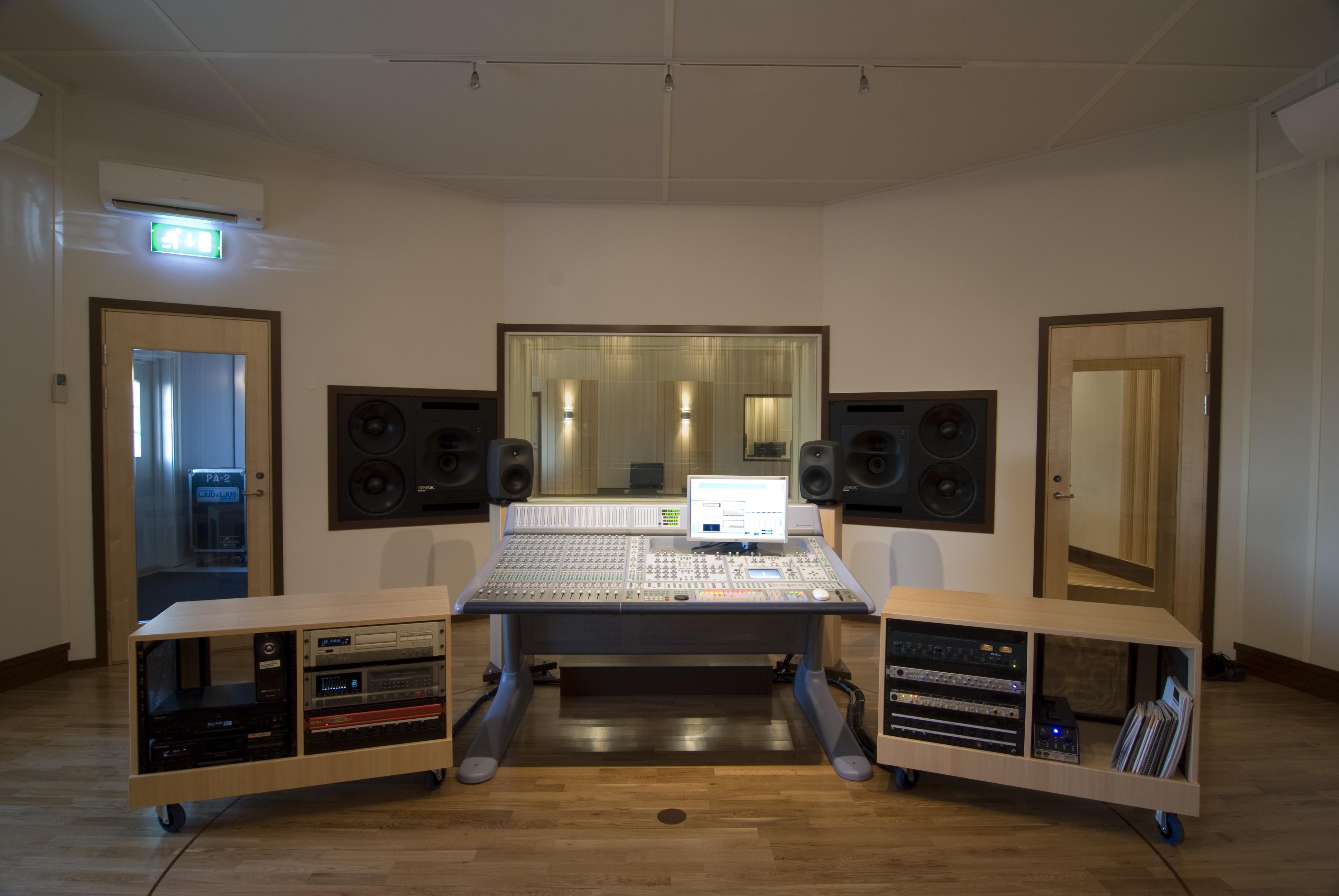 RS2889_studio_30\x2ejpg